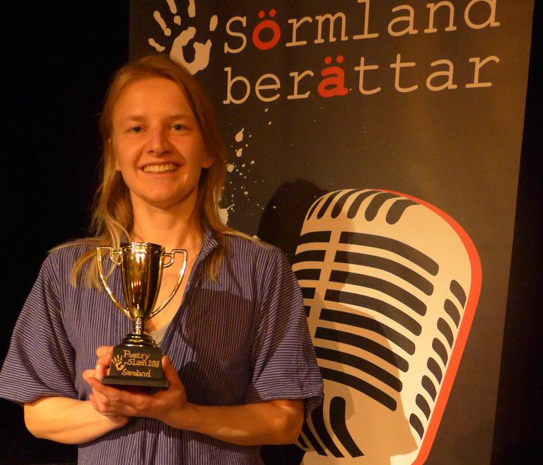 Anna Enbom Sörmlandsmästare i Poetry Slam 2018 och 2020